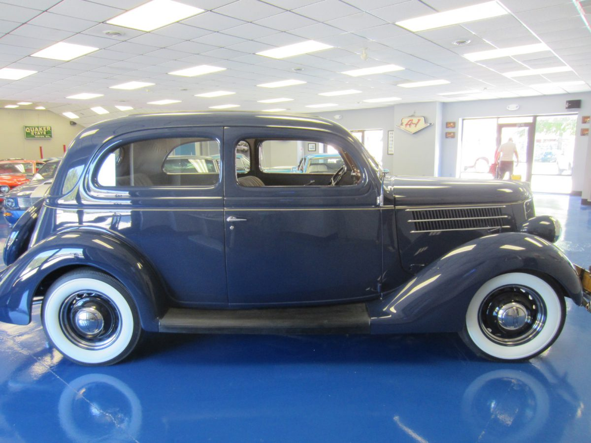 1936_ford_deluxe_sedan_a