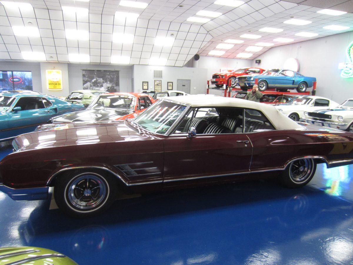 1965_Buick_Wildcat_Convertible_a